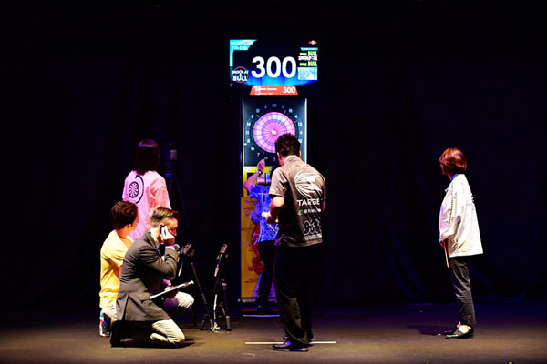 DARTSLIVE OFFICIAL PLAYERの村松治樹選手・野毛駿平選手ペアが、ギネス世界記録TM達成!